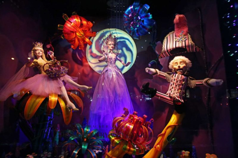 saksfifthavenue_2016christmas_holiday_windows_1